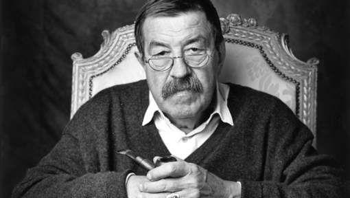 De Duitse schrijver Günter Grass is op 87-jarige leeftijd overleden in de stad Lübeck. Dat meldde de uitgever Steidl Verlag. In 1999 won Grass de Nobelprijs voor de Literatuur. Hij blies de Duitse taal en literatuur nieuw leven in na de Tweede Wereldoorlog. Zijn romandebuut is het beroemd geworden werk Die Blechtrommel (De Blikken Trommel) uit 1959.