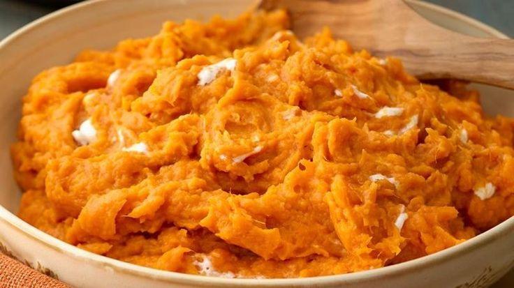 ¡Este plato de camote con miel de maple, crema y malvaviscos te convertirá en la estrella de la fiesta!
