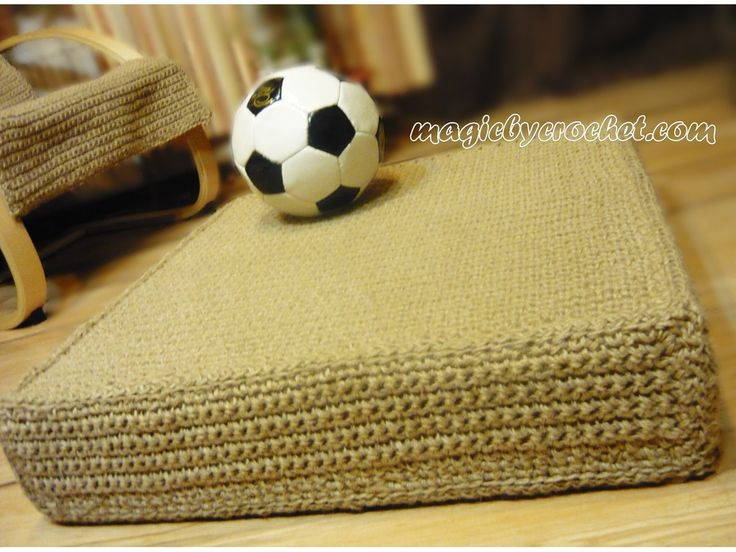 We make this comfy, modern floor cushion by 100% natural jute. Are not glued, are not braided ! Will have a long life with an easy maintenance.