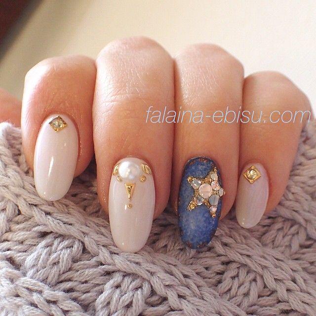 Instagram media nail_falaina - デニムにスタービジュー☆ #nail #nails #nailart #naildesign #newnails #gelnails #nailstagram #instanail #ネイル #春ネイル #ジェルネイル #ネイルサロン #デニムネイル #星 #恵比寿