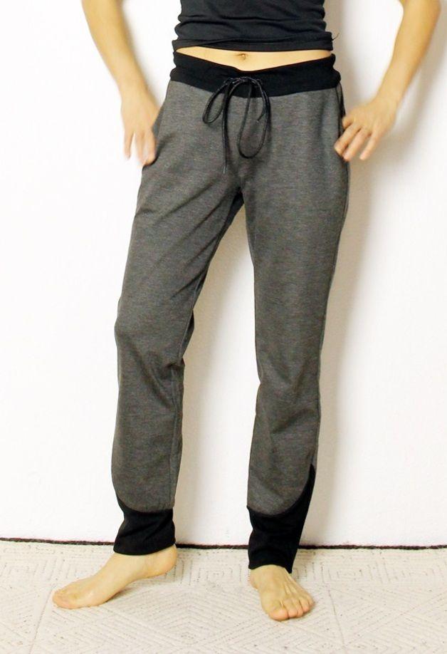 Schnittmuster für  ein bequeme Jersey Trackpant Hose. Meine Version ist ein Yogapant geworden :-)  *Style Details*  -Horizintal eingesetzte hinterhosen Passe  -Gummizug oder...