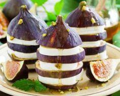 Millefeuille de figues au chèvre, nectar de miel, moutarde et pistaches : http://www.fourchette-et-bikini.fr/recettes/recettes-minceur/millefeuille-de-figues-au-chevre-nectar-de-miel-moutarde-et-pistaches.html