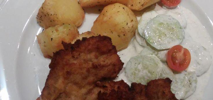 Schab z pieczonymi ziemniaczkami Pork loin with baked potatoes http://ugotujesz.com.pl/?p=130 #schab #pieczoneziemniaki #pork #porkloin #bakedpotatoes #kuchnia #gotowanie #kuchennerewolucje #ugotowani #kurczepieczone Ingredients (1 person): serving of pork – 150g potatoes – 300g fresh cucumber – 100 g Cream – 100 ml salt, pepper, herbs de Provence – to taste breadcrumbs for pork egg