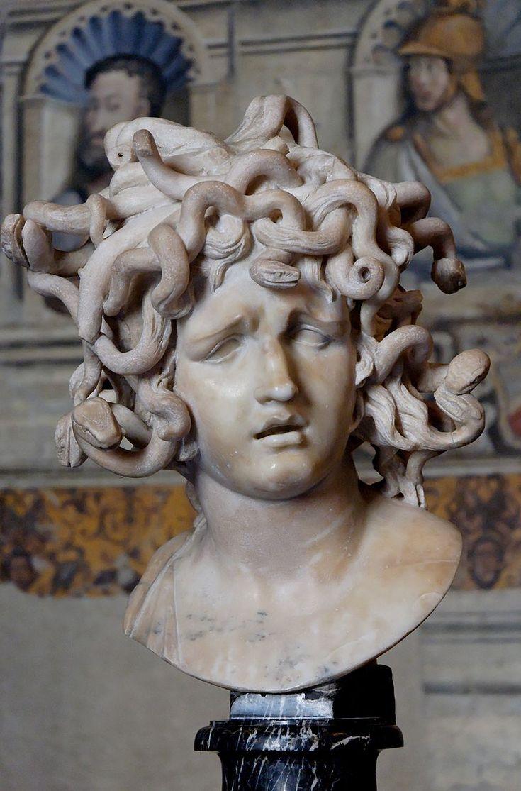 Medusa, de Berninim Musei Capitolini  En la mitología griega,Medusa era un monstruo ctónico femenino, que convertía en piedra a aquellos que la miraban fijamente a los ojos.Fue decapitada por Perseo,quien después usó su cabeza como arma hasta que se la dio a la diosa Atenea para que la pusiera en su escudo,la égida.Desde la antigüedad clásica,la imagen de la cabeza de Medusa aparece representada en el artilugio que aleja el mal conocido como Gorgoneion.