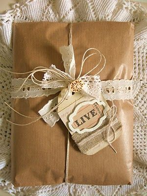 Gift wrapping - Create a lovely gift tags from card stock and scrap paper #giftwrapping #gifttag #emballagecadeau