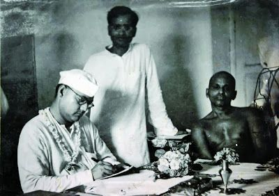 Netaji Subhash Chandra Bose with Shankaracharya of Puri - Puri, Orissa