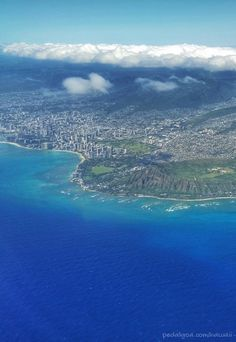 When the Hawaii vacation is on Oahu, make air travel seating part of essentials of things to do for vacation planning along with your Hawaii packing checklist! See the best beaches, hiking, and snorkeling destinations in the USA from above with your Honolulu flight! Make it a part of your travel bucket list to see Waikiki from the plane as you're flying into the Hawaii airport on Oahu after a long flight!
