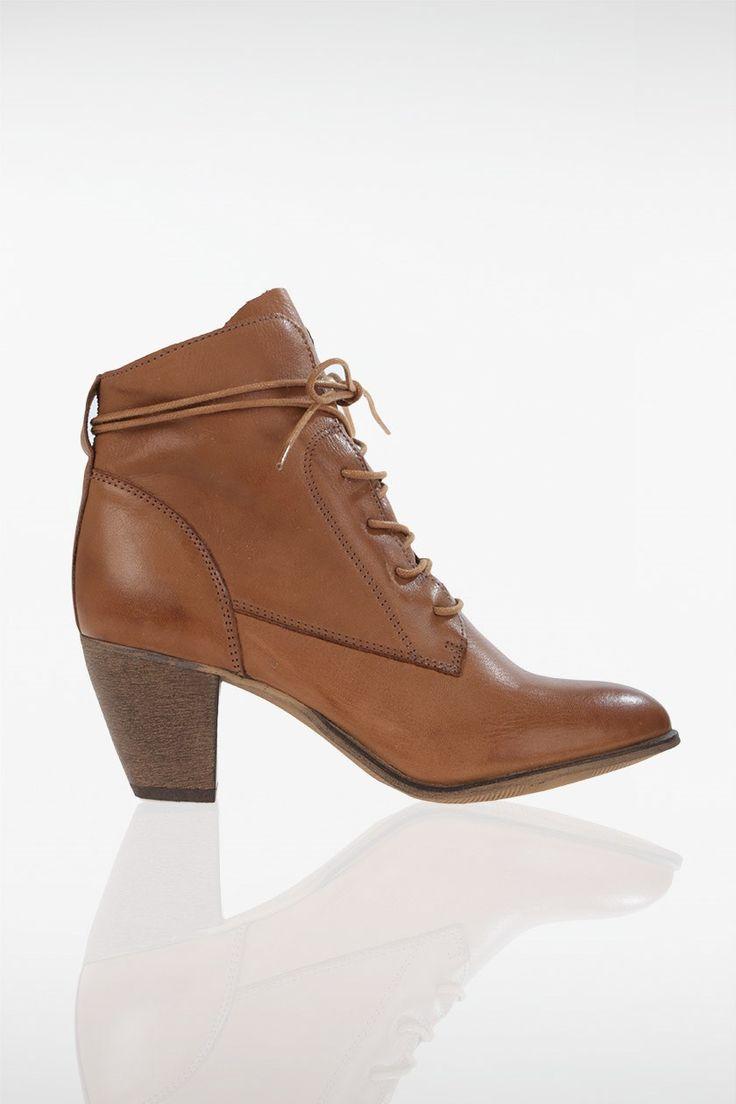bottines femme talon carr shoes pinterest chameau. Black Bedroom Furniture Sets. Home Design Ideas