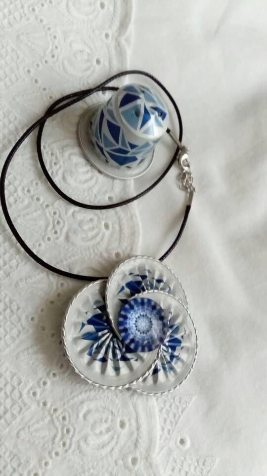 Collier pendentif triple bleu et blanc de nespresso de