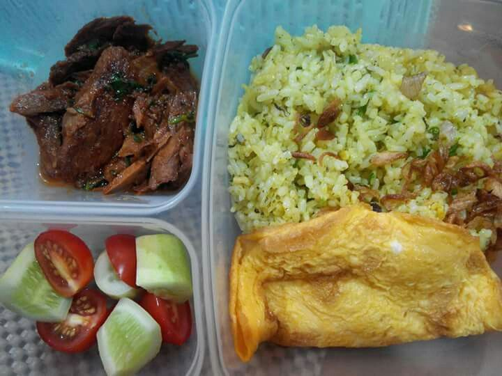 Fried rice, fried egg, sweet and sour tuna, with cucumber and tomato for lunch