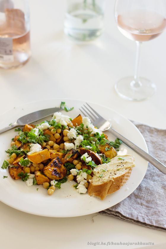 My new favorite. Sweet potato & chick beans salad, with killer tahini dressing. Recipe: Eeva Kolu #kauhaajarakkautta