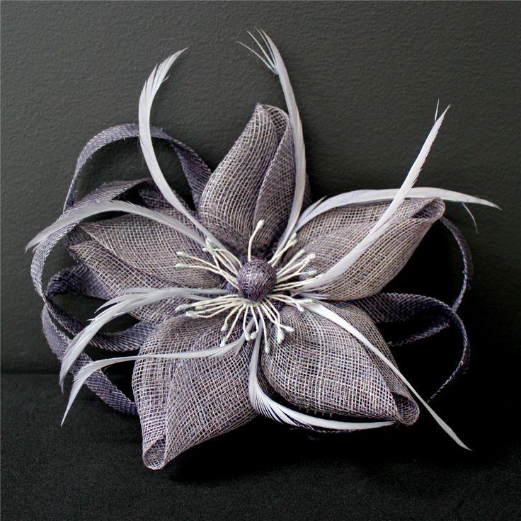 La primavera hecha #tocado. Su espectacular diseño y su elegante color convertirán tu #lookdefiesta en el más chic