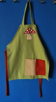 Kid's apron with pocket. Materials: cottol fabric and fabric paint