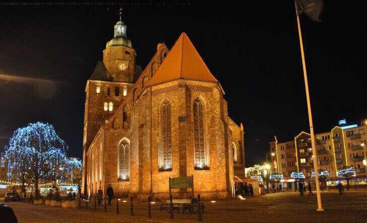 W drugiej połowie XII wieku Ziemia Lubuska przeszła w ręce Brandenburgii. Wszystko przez zastaw Bolesława Rogatki (książę legnicki) uczyniony w kierunku nikogo innego, jak arcybiskupów Magdeburga. Z kolei już w 1260 piękna księżniczka – Konstancja Przemysłówna – córka Przemysła I, księcia Wielopolski i księżniczki wrocławskiej Elżbiety, wyszła za mąż za Konrada, Był on synem Jana, …