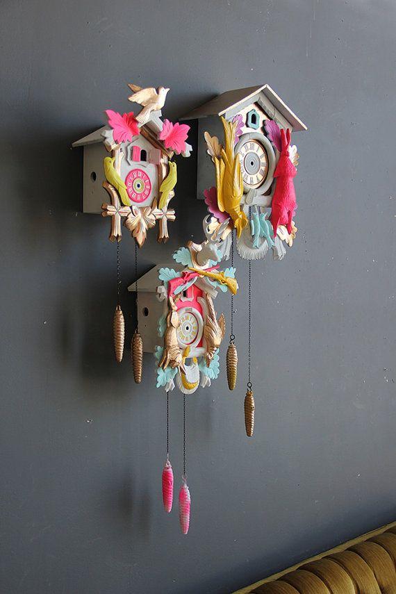#deco fluo #home Néon rose vert & or Cuckoo Clock. Condition par GallivantingGirls