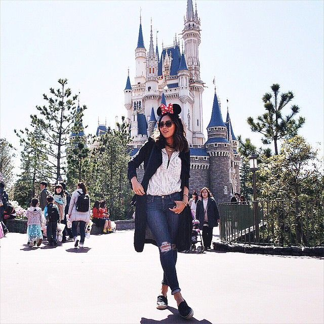 Aimee Song is the queen of giving us lessons in dressing cool, no matter where you are. #refinery29 http://www.refinery29.com/disney-world-outfits#slide-16
