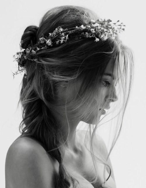 .Babies Breath, Hairstyles, Messy Hair, Flower Crowns, Beautiful, Wedding Hairs, Baby Breath, Hair Style, Floral Crowns