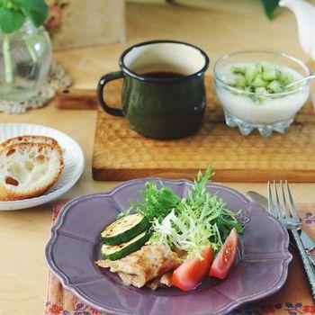エマリアオルクシュの人気は、高いデザイン性と手作りならではの温もり。暮らしの中にスッと馴染んで、いつでも新鮮。