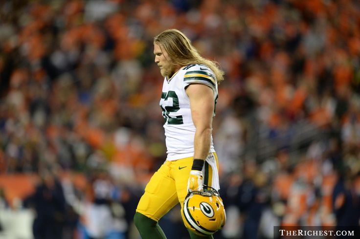 packers raiders clay matthews   Top 20 NFL Players Who Were Not Worth The Money in 2015 - TheRichest