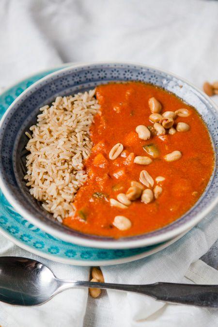 Blitschnelle afrikanische Erdnussuppe - mit erdnüsse, Erdnussbutter, Gemüsebrühe, Karotte, Zucchini, Tomatenmark - www.kuechenchaotin.de