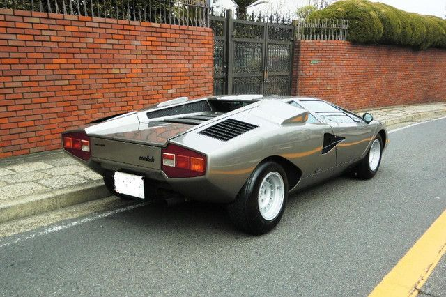 Lamborghini Countach 1977. Great color on this thing.