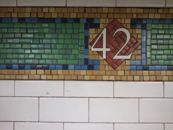 42nd Street sign on N Line