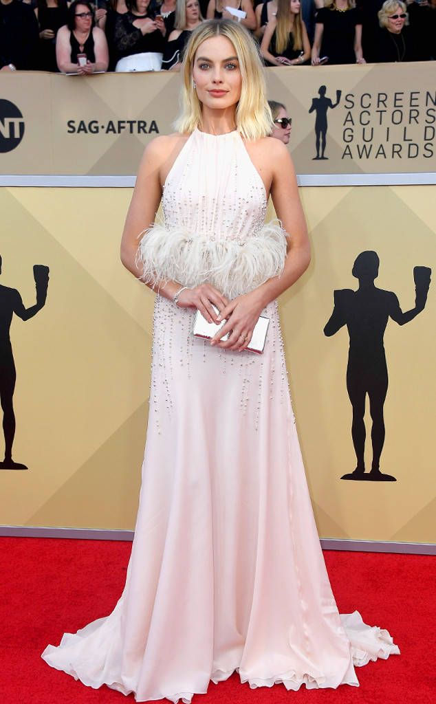 Margot Robbie From Standout Style Moments At Sag Awards 2018 The Feathers Were So Fun Celebrity Dresses Best Oscar Dresses Red Carpet Fashion