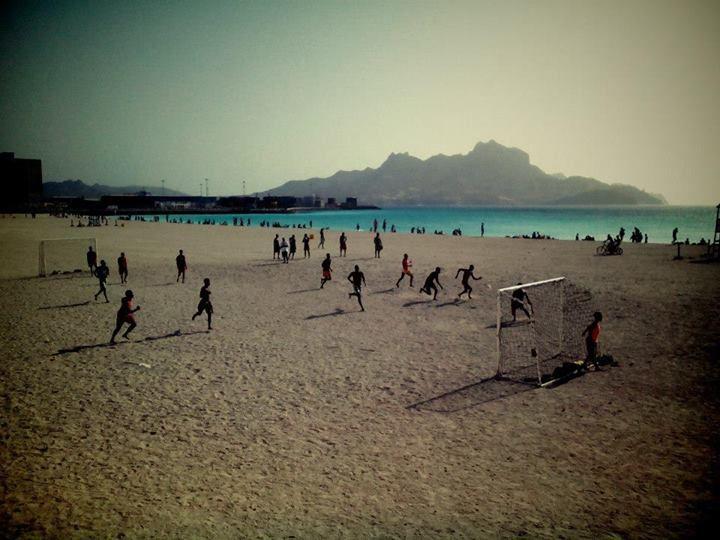 #Fotbal všude kam se podíváš, takhle se tady tráví volný čas. #CaboVerde