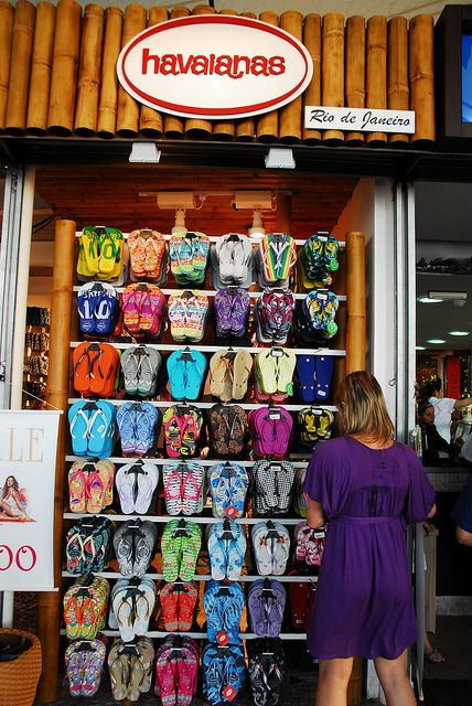 Havaianas...best flippy floppies in the world...once you buy a pair you will never go back to cheap crappy flip flops again!