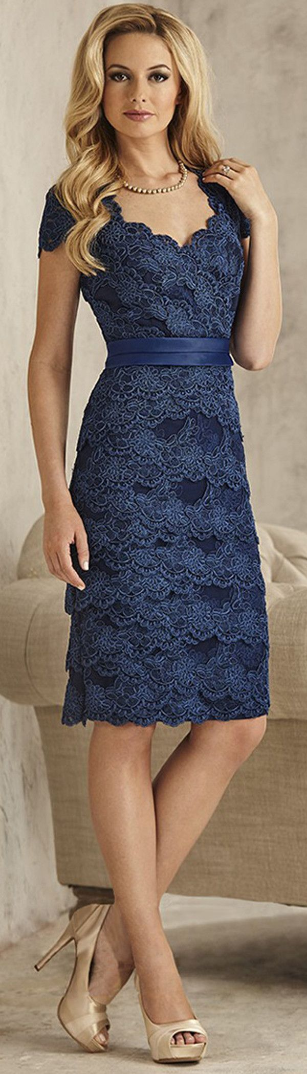 Attractive Tulle Scoop Neckline Sheath Knee-length Mother Of The Bride Dress With Lace Appliques