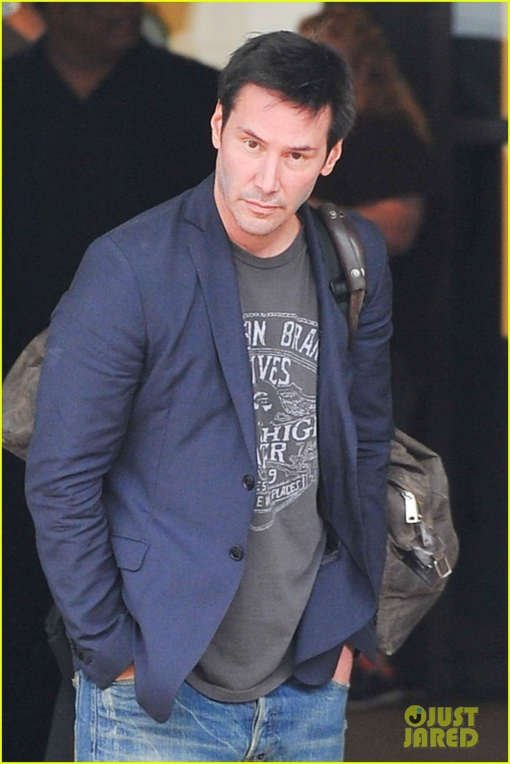 Keanu ♡♥ Reeves Shaves His Beard & Rocks Clean-Shaven Face!