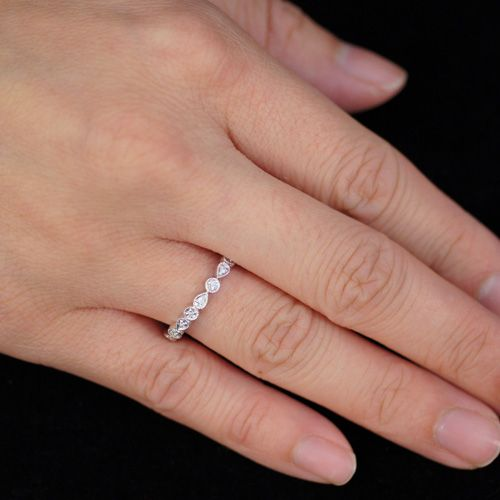 i love this as a promise ring becuase u can stack it with your wedding and engagement ring :)