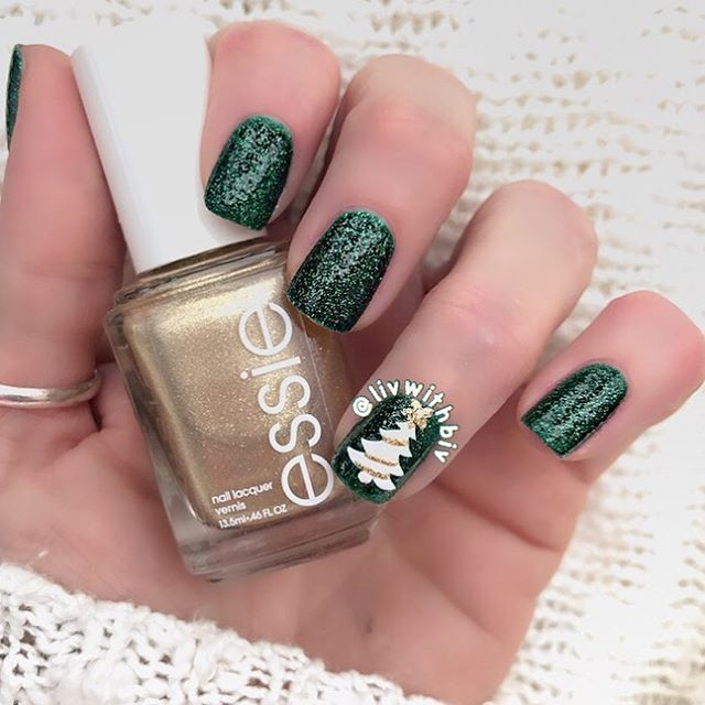 """148 Likes, 8 Comments - Livwithbiv (@livwithbiv) on Instagram: """"Christmas tree nails using #zoya 'Elphie' and #essie 'Getting Groovy.' Love Christmas manis!!!…"""""""