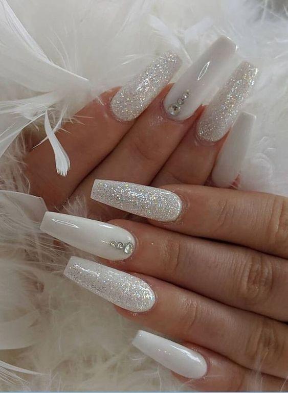#unhas #unhasdecoradas #unhaslindas #unhasperfeitas #decoração #nails #nailart #dicas #dicasdebeleza | Simple fall nails, Coffin nails designs, White coffin nails