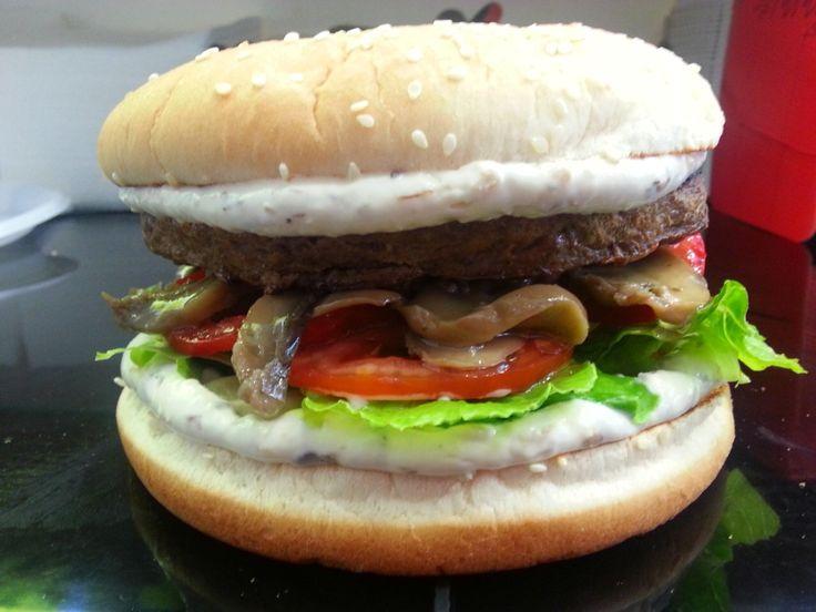 Hamburger di Cervo 250gr circa farcito con funghi,boscaiola,pomodoro,lattuga.