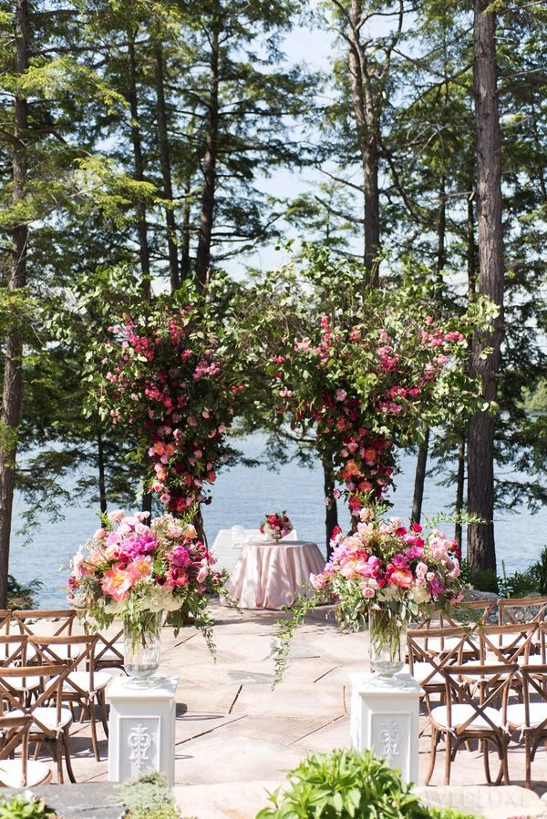 WedLuxe– The Bride Wore Elizabeth Fillmore at this Muskoka Wedding |  Follow @WedLuxe for more wedding inspiration!