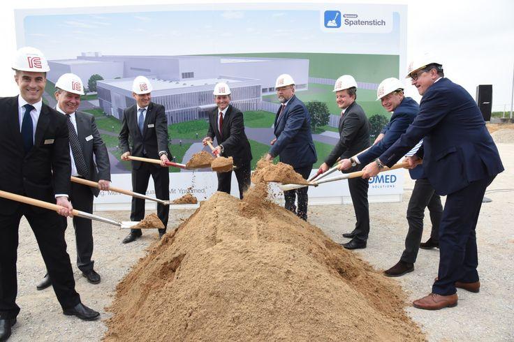 Burgdorf, 27. September 2017, 7.00 Uhr – Am 26. September 2017 fand im Industriepark Schwerin, Deutschland, der Spatenstich für das neue Produktionswerk von Ypsomed statt. Ypsomed …