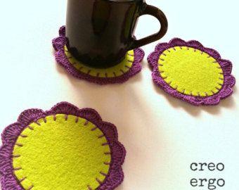 Posavasos de fieltro ganchillo, conjunto de tres, del círculo Montaña púrpura verdes posavasos, posavasos de flores patrón, favores de la boda, regalo de inauguración de la casa