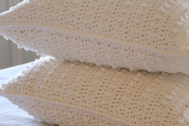 Pretty cushions, removable for cleaning - free crochet pattern