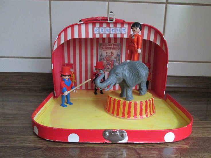 Circusactoefenkoffer. De olifantentemmer.  Bij het thema circus ga ik in het koffer iedere week spullen voor 2 circusacts doen. De kleuters kunnen dan tijdens het werkuur 2 acts inoefenen, die ze later op de circusspeeltafel zullen opvoeren voor de anderen. Nutsschool Maastricht.