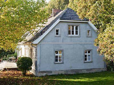 LANDHAUS AM SEE - Uckermark in Pinnow: 7 Schlafzimmer, für bis zu 12 Personen. Landhaus am See in der Uckermark für Gruppen bis zu 12 Personen | FeWo-direkt