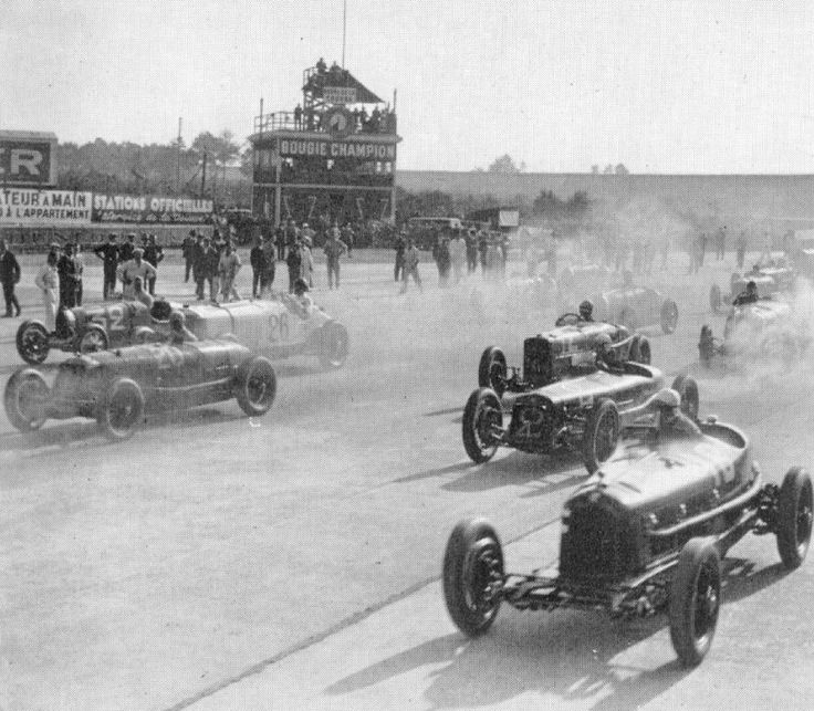 GP France (ACF) 1931 start - on right , Alfa Romeo 8C 2300 #18 of Giuseppe Campari/Baconin Borzachinni (second place) , Bugatti T51 #32 of Louis Chiron/Achile Varzi (winner) , Maserati 26M #20 of Renee Dreyfuss / Pietro Ghersi , Delage 15-S-8 #2 of William Scott/Armstrong Payne , Sunbeam GP #12 of Jack Dunfee , Mercedes SSK #26 of Iwanovski/Stoffel