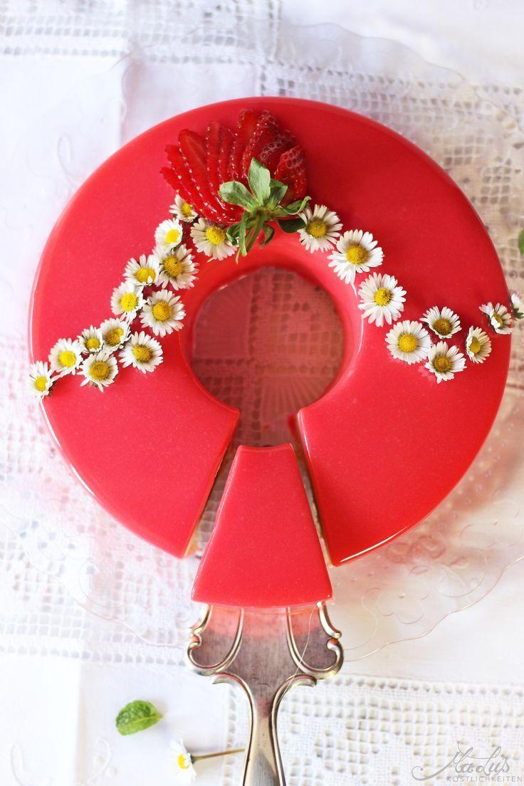 Rezepte Erdbeeren: Erdbeer-Rhabarber Torte - ein Kuchen zum Träumen
