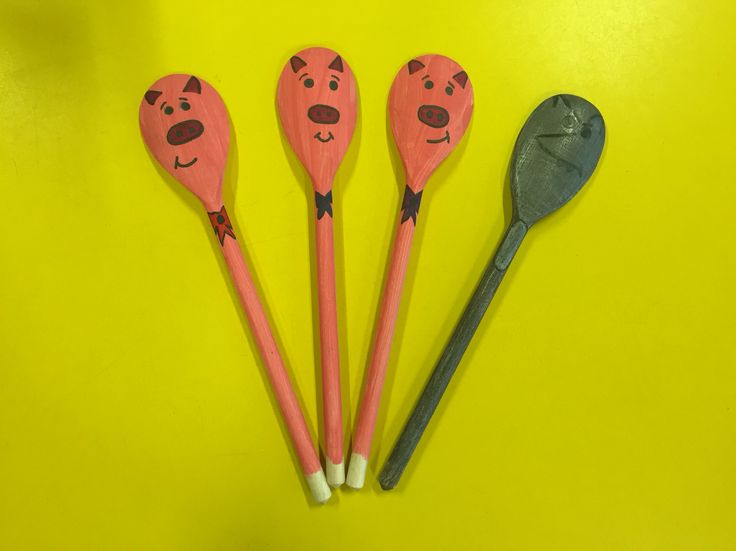 The 3 little pigs story spoons