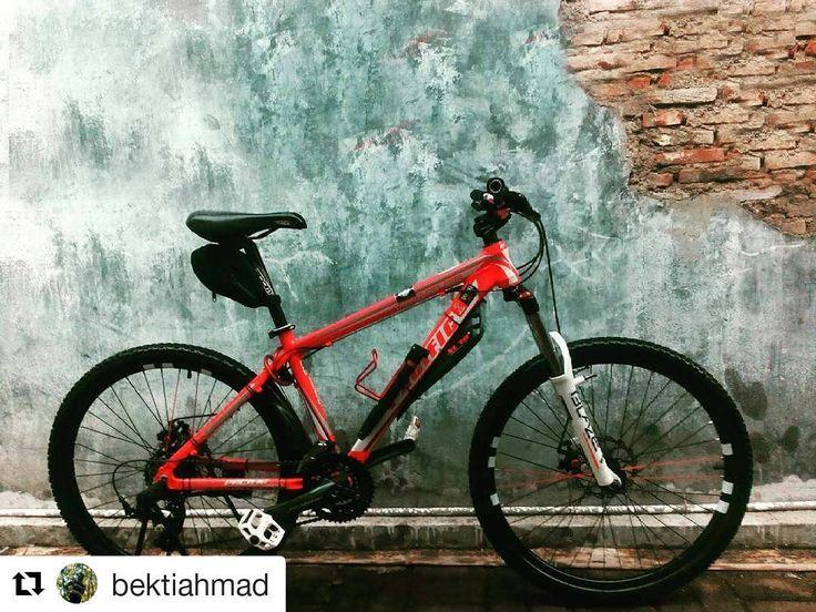 #Repost @bektiahmad  uda malem dedek udah ganteng :3  Tidak menerima ajakan gowes sementara... sayang abis mandi besar...  #pacificbikerider #bike #mtb #xc #pacificbikes #pacificbikerider #sepeda #sepedagunung #bersepeda #gowes #hardtail #mountainbike #mtbindonesia #crosscountry