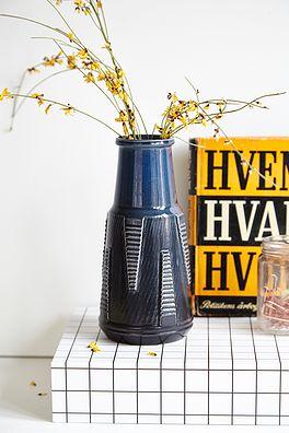 Blå vase - 200kr. Køb den på www.loppedesign.dk