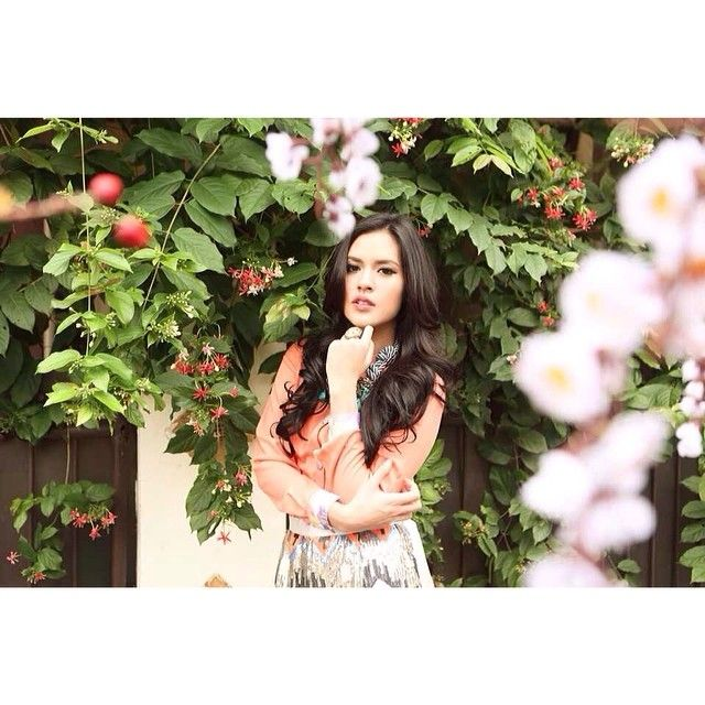 raisa6690 | Life's a peach! Photo by dierabachir Make up by marlenehariman | Webstagram