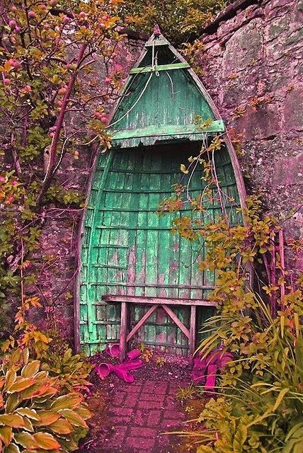imagine this!: Diy Ideas, Old Boats, Secret Gardens, Repurpo Furniture, Gardens Nooks, Gardens Design Ideas, Color, Sit Area, Gardens Benches