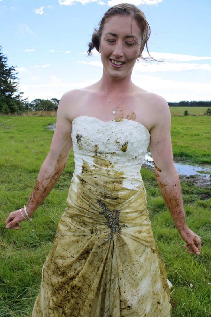 Messy! Trash my wedding dress