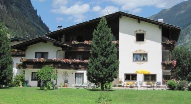 Gletscher-Landhaus Brunnenkogel - 3 Star #Guesthouses - $124 - #Hotels #Austria #SanktLeonhardimPitztal http://www.justigo.net/hotels/austria/sankt-leonhard-im-pitztal/gletscher-landhaus-brunnenkogel_41829.html